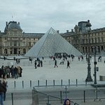 Louvre & glass pyramid