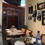 salle de restaurant petite mais cosy et bien décorée