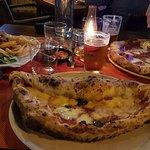 La gentilezza e la professionalita del personale ......prezzi nella media per una pizza e una frittura davvero eccellenti.