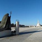 Jan Paweł II klęczy przed Matką Fatimską