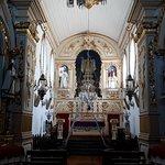 Visão do altar-mor e seus altares laterais