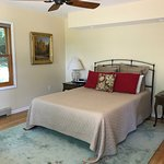 Basswood Room with Organic Queen Mattress & 100% Cotton Organic Sheets