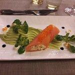 Une très belle entrée (canneloni de saumon fumé) dans le menu à 26,50 €