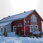 Luoto-ravintola. Tällä kertaa emme käyneet sisätiloissa, mutta kuvasimme taloa lumen keskellä.