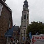En el hermoso centro histórico de Middelburg se destaca la orgullosa torre de la Abadía de Lange Jan