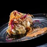 Pan bao relleno de mantequilla de habanero, papada ibérica y encurtidos.