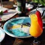 Drink Santo Cerrado, criação da casa, feito com a combinação de manga e pimenta. Ótima pedida para quem quer experienciar um drink exótico e diferenciado.