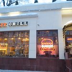 ถ้าคุณมาเดินเที่ยวที่ถนนคนเดิน อารบัต แล้วอยากหาร้านอาหารอร่อยๆกิน ข้าพเจ้าขอแนะนำร้านนี้เลยครับ ร้าน Zinger Grill อร่อยมากถึงมากที่สุดจริงๆครับ