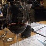 赤ワイン、後方デカンタ。