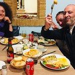 Gente que se divierte mientras come de maravilla :)