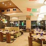 صورة فوتوغرافية لـ Al Bustan Restaurant
