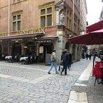 Rue Saint Jean all'incrocio con la place Neuve Saint Jean