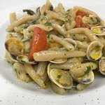 Homemade Strozzapreti with tomatoes and clams