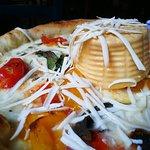 Pizza con pomodorini gialli e burrata