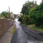 Rua da Léia, um dos acessos à Pousada (a praia fica para bem além do final dela).