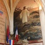 J'ai bien aimé la peinture au mur de la chapelle sur la guerre de 14-18 et 39-45. C'est la première fois que je vois des dessins muraux sur la guerre dans une église