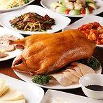 北京ダック(要予約)2時間飲放題付き5000円、6000円のコース料理にはついています。