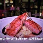 Salmón Grillé con Salsa Teriyaki Balsámico
