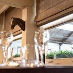 Warm en gezellig ingericht, met zicht op de rijpistes, zowel binnen als vanuit de verwarmde veranda.