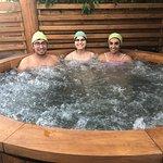 Clientes disfrutando hot tubs