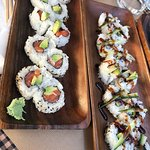 Uramaki de salmón y aguacate + Uramaki de anguila