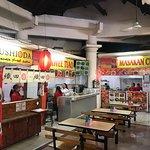 Stand makanan Asia juga tersedia disini