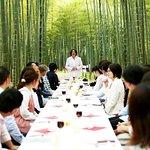 竹林でダイニングアウト。要予約制です。県内の有名なシェフをお招きしての特別なお食事会から、軽食のお弁当まで受け付け致します。