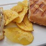 Detalle de los tostones del sanwich cubano