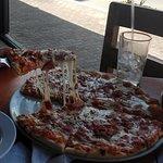 Mozzarella y Pomodoro. Las pizzas están muy buenas! y las pastas también!