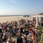 Terrasse sur la plage, les pieds dans le sable !