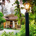 Golden Swan Beach Resort Photo
