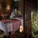 Spread over 20,000 square feet, Chi, The Spa boasts of 5 spacious treatment rooms, including a special couple's suite.