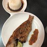 Poisson braisé et son riz sauce haricot