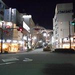 駅前広場から見るマリンロードの夜景