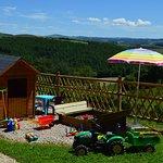 Les jeux d'extérieur : trampoline, portique, cabane, bac à sable...