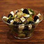 Греческий салат понравится самым строгим  гурманам