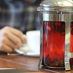 Фруктовый чай с десертом