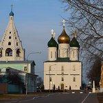 Успенский кафедральный собор и шатровая колокольня. Вечер. Вид с запада с улицы Лазарева
