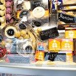 В нашей фермерской лавке вы легко найдете что-то себе по вкусу. Сыры собственного производства, традиционное итальянское джелато и другие гастрономические изыски, можно забрать с собой. Цены на нашу продукцию вас приятно удивят.