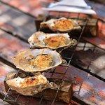 Huîtres gratinées au Cercle des Huîtres à Bouzigues. Photo Camille MOIRENC