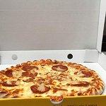 Pizza de pepperoni e ananás