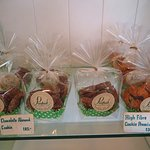 ขนมเค้กและคุกกี้ ของทางอาหารแห่งนี้ จะทำแบบ โฮมเมด ครับ