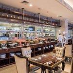 The Fig Tree Restaurant MYKO Hotel & Convetion Center terletak di lantai 2!