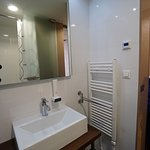 Wash basin sink and heater