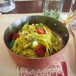 Tagliatelles au pesto de basilic et tomates séchées, un vrai régal!