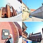 bazylika znajduje się  przy ul. Bydgoskiej, w ścisłej zabudowie kamieniczek miasta, zdjęcie zewnętrzne kościoła warto zrobić obiektywem tzw. rybie oko