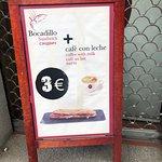 El cartel del desayuno