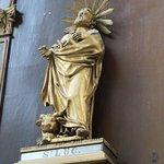 Statue de l'autel de l'une des chapelles