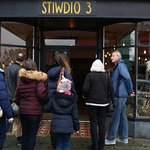 Outside Stiwdio 3