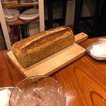 パン生地で包み焼きしたラム肉(肉はパンの中)